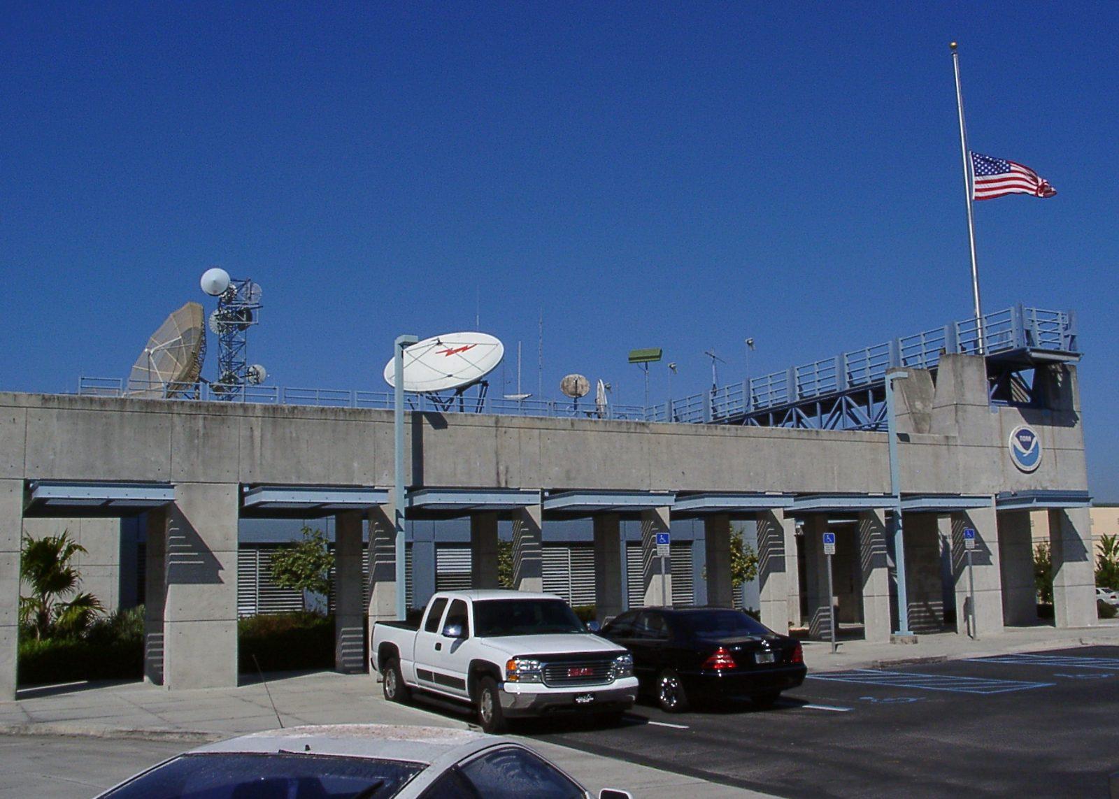 High tech NHC meteorologist station circa 2003
